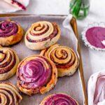 Berry swirl rolls (vegan)
