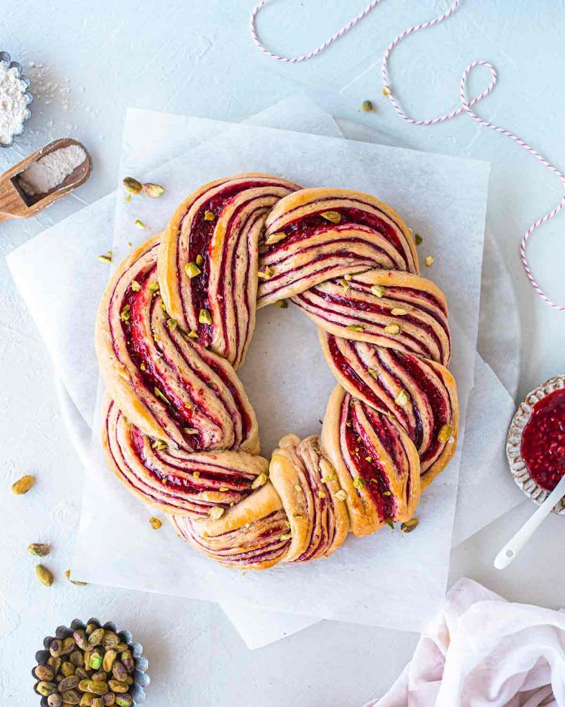 Wreath recipe filled with raspberry jam and topped with crushed pistachios