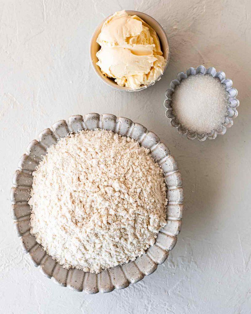 Flatlay of ingredients for the vegan shortcrust pie base