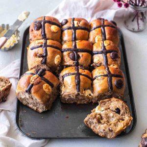 vegan chocolate chip hot cross buns